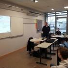 Foto 7 - Herr Slama präsentiert den Aufbau einer Stellenausschreibung.jpg